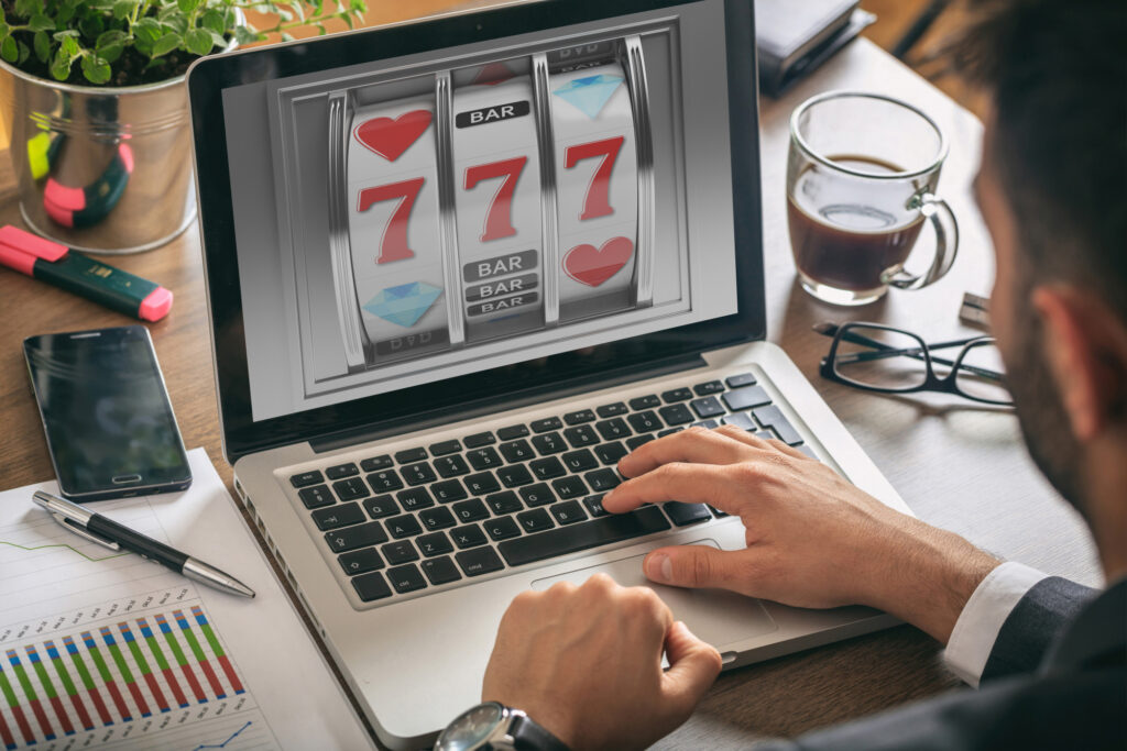 Do you love playing the slot machines and would like to know more about playing online slot machine games? Learn more here.